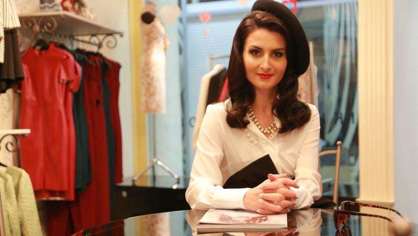 Foto: Schimbare de look pentru Elena Bălăn! Stilul unei franțuzoaice rafinate i s-a potrivit ca o mănușă