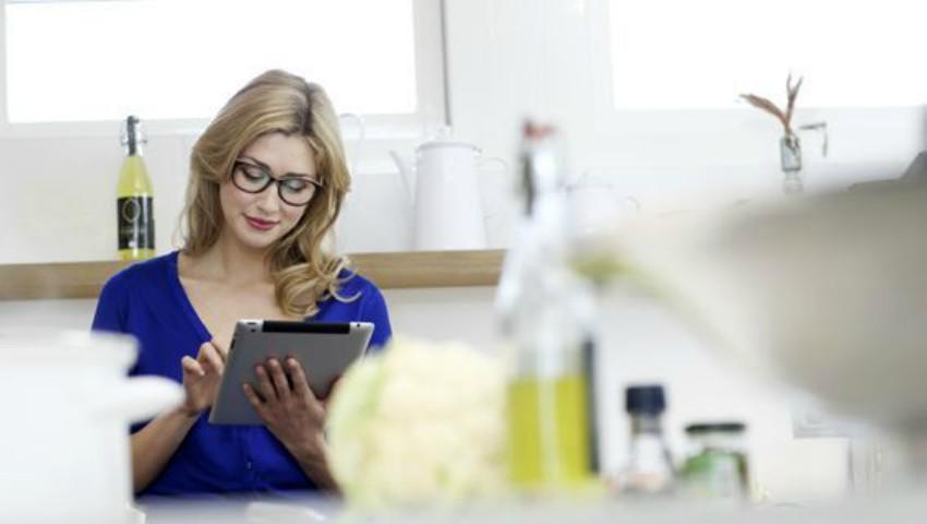 Foto: Cum poți să-ți protejezi ochii când lucrezi la computer