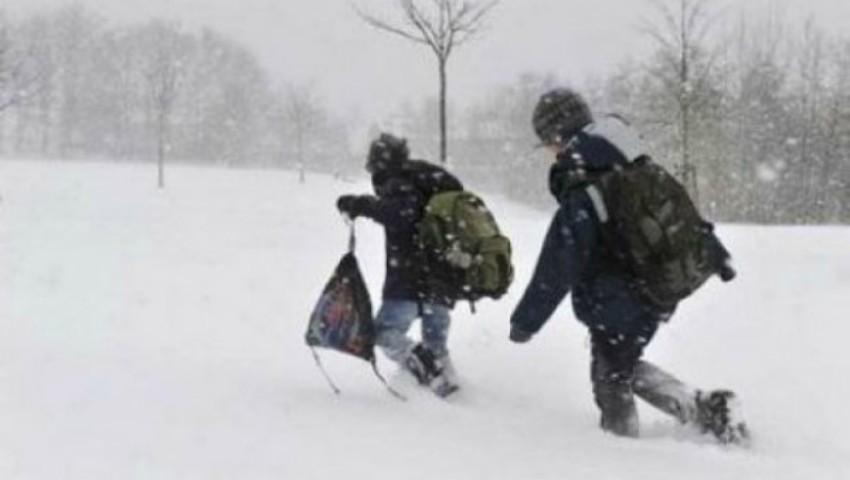 Foto: Peste 100 de elevi din trei raioane nu au ajuns astăzi la școală din cauza vremii