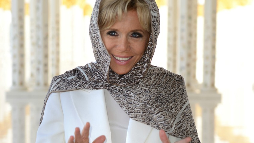 Foto: Ce ținută a îmbrăcat Brigitte Macron în Emiratele Arabe Unite?