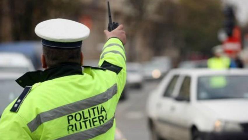 Foto: O femeie a născut pe stradă, ajutată de polițiști