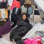 Foto: Este mama unui milionar, dar trăiește într-un container