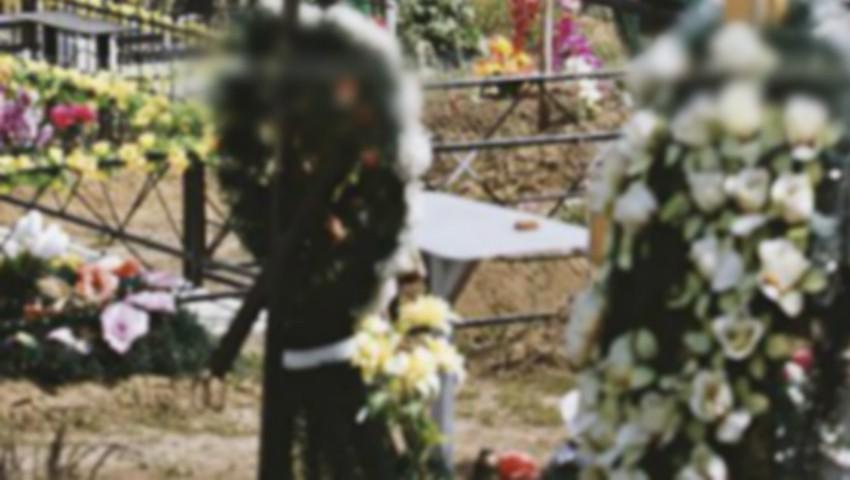 Foto: Un bebeluș născut prematur a fost descoperit în cimitir