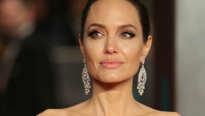 Foto: Video! Cum arată casa în care locuiește Angelina Jolie. Imagini din interior