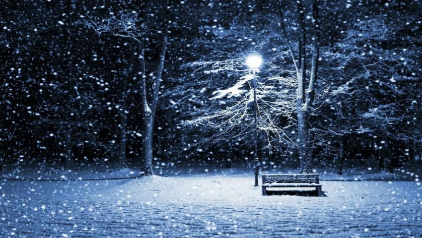 Iarna s-a întors! Ninge puternic în nordul Moldovei