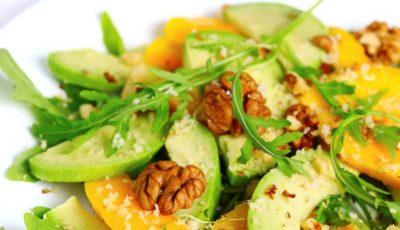 Salată de fructe cu avocado și nuci