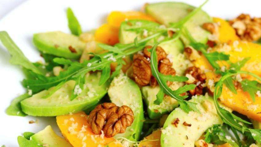 Foto: Salată de fructe cu avocado și nuci