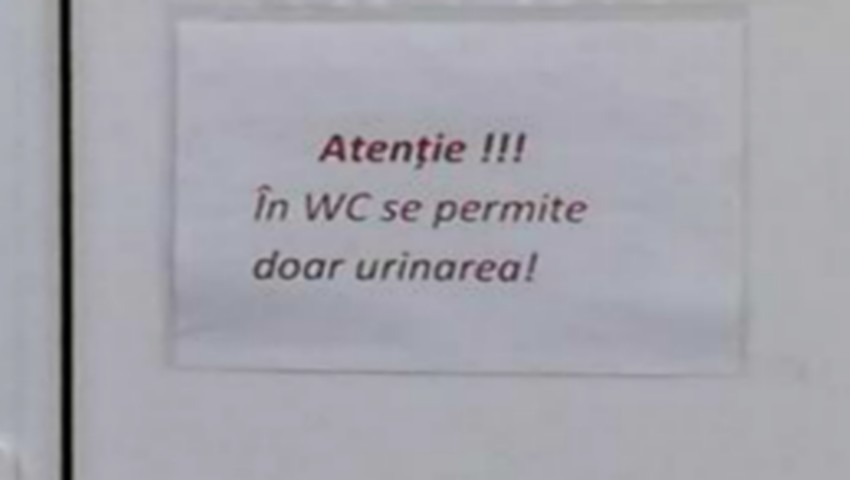 Un anunț lipit pe ușa veceului din Spitalul Clinic Republican a trezit mari nedumeriri în rândul publicului!