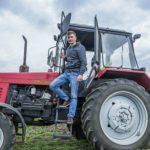 Foto: Un student din Ștefan Vodă și-a cumpărat tractor, pe bani europeni