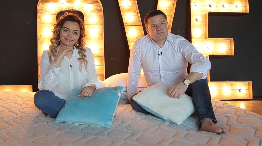 Foto: Cornelia și Marcel: Despre dormitorul în culori pastelate, bârfitori și cadouri deocheate!