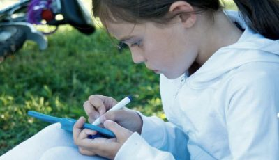 Scrisoarea unei fetițe cu autism a emoționat o lume întreagă. Cum își descrie ea viața?