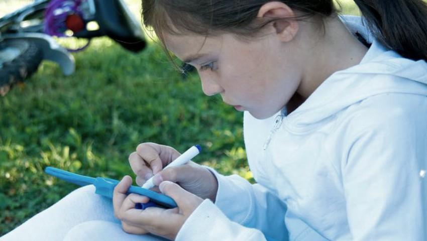 Foto: Scrisoarea unei fetițe cu autism a emoționat o lume întreagă. Cum își descrie ea viața?