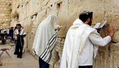 Mii de evrei s-au închinat la Zidul Plângerii din Ierusalim