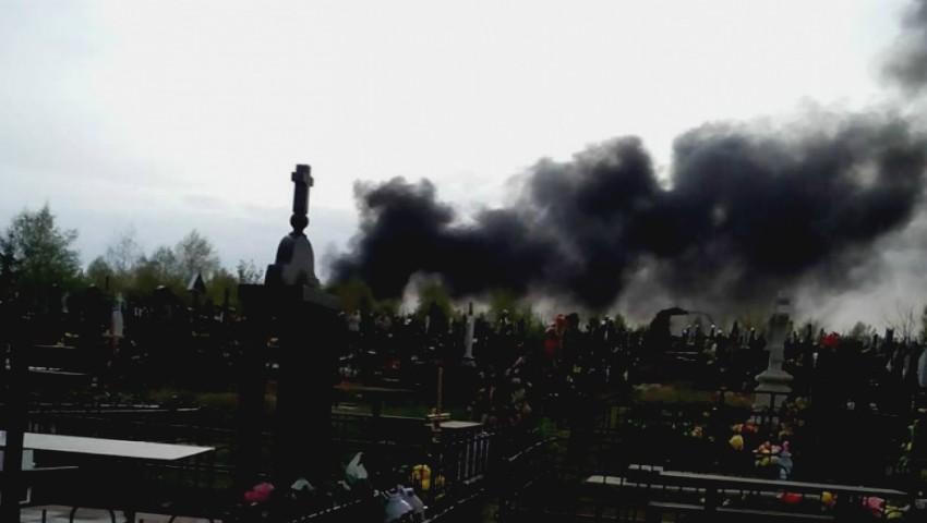"""Foto: Alertă! Cimitirul ,,Sfântul Lazăr"""" a luat foc"""