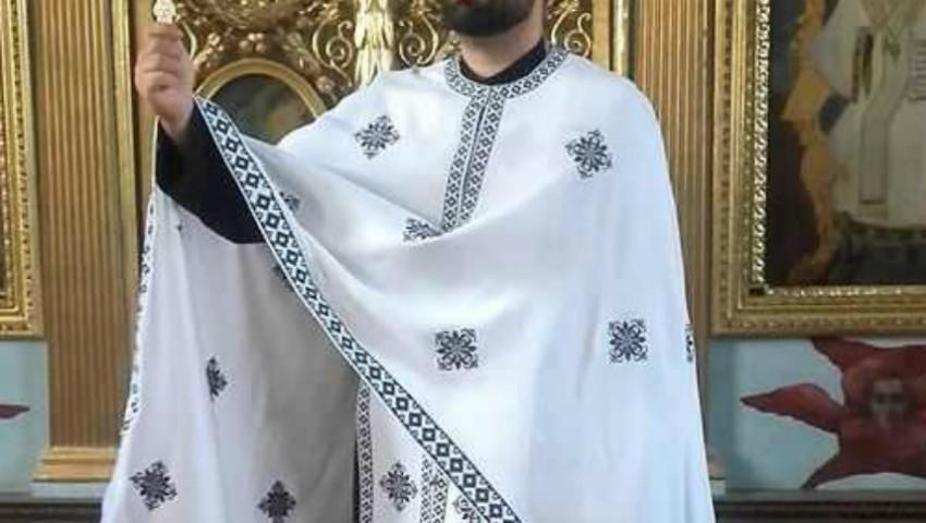 Foto: În Sâmbăta Mare, preoții din mănăstiri și biserici îmbracă haine albe
