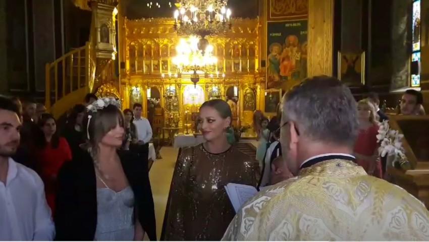 Foto: Ce ținută a purtat Delia la botezul nepoatei sale?