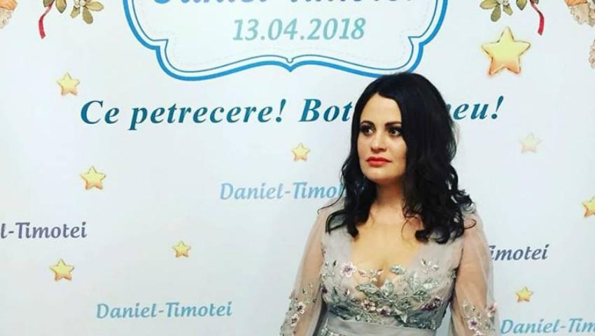 Foto: Marcela Dedin și soțul ei au organizat o petrecere frumoasă pentru cumetrii lor! Vezi ce rochie a ales să poarte prezentatoarea TV