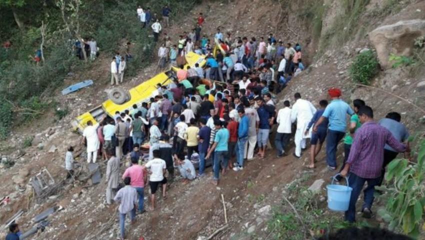 Foto: Accident rutier cu final tragic în India. 27 de copii au murit