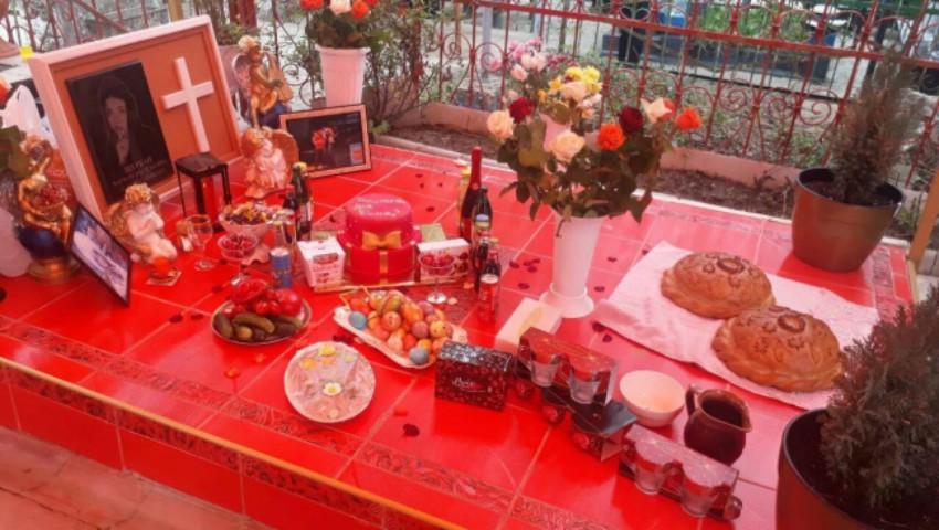 Foto: Ouă cu cristale swarovski, băuturi scumpe și creveți. Romii din Soroca i-au pomenit pe cei morți