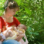 Foto: Mamele au voie să își alăpteze în public copiii cu vârsta de până la 2 ani