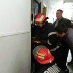Foto: O femeie din Chișinău a fost salvată de pompieri!!! Aceasta a rămas blocată în apartament