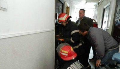 O femeie din Chișinău a fost salvată de pompieri!!! Aceasta a rămas blocată în apartament