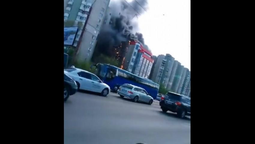 Un alt incendiu în Capitală! Un centru comercial a fost cuprins de flăcări