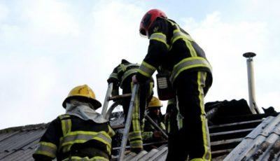 Acoperișul unei secții de producere a mezelurilor din Trușeni a fost cuprinsă de flăcări
