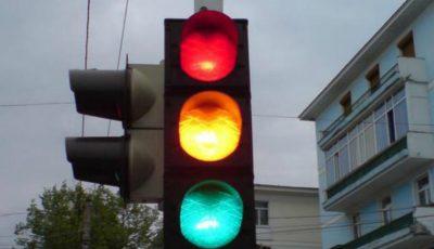 În Ucraina, va fi eliminată culoarea galbenă a semafoarelor. Care este motivul?