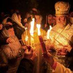 Foto: Video! Momentul în care Lumina Sfântă se aprinde în Biserica Mormântului Sfânt din Ierusalim