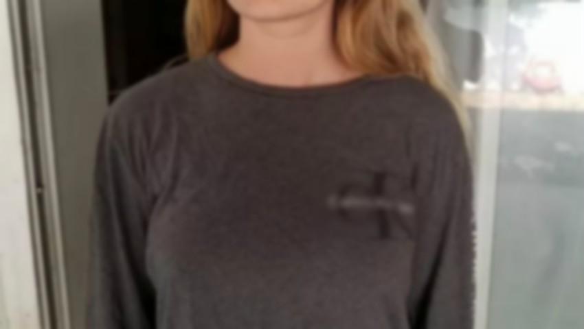 Foto: O elevă de 17 ani a fost forțată să își pună leucoplast pe mameloane