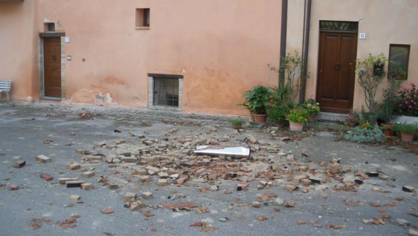 Foto: Cutremur în Italia. Mai multe școli închise și trenuri anulate