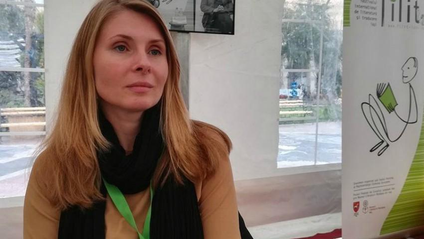 """Foto: Cartea Tatianei Țîbuleac ,,Vara în care mama a avut ochii verzi"""" a fost premiată la București!"""