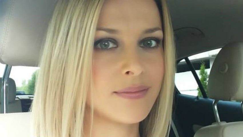Foto: Natalia Cheptene a renunțat la părul blond
