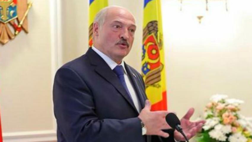 Foto: Alexandr Lukașenko pleacă din Moldova cu câteva butoaie de vin, nuci și miere