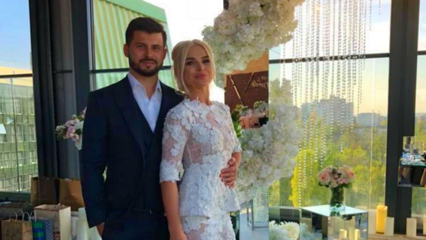 Daniela Burlac a îmbrăcat rochia de mireasă!