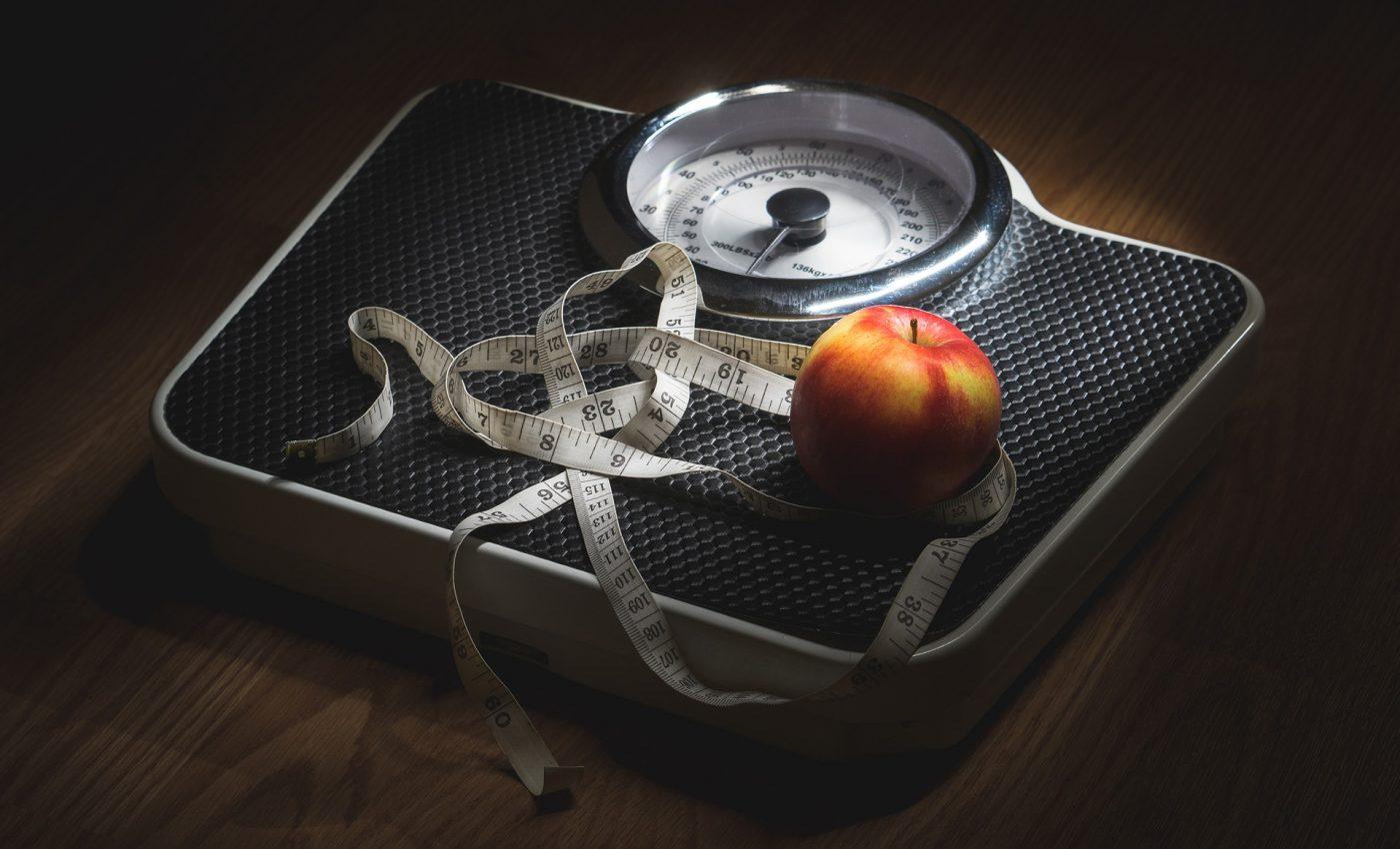 Foto: Calculator greutate ideală pentru adulți