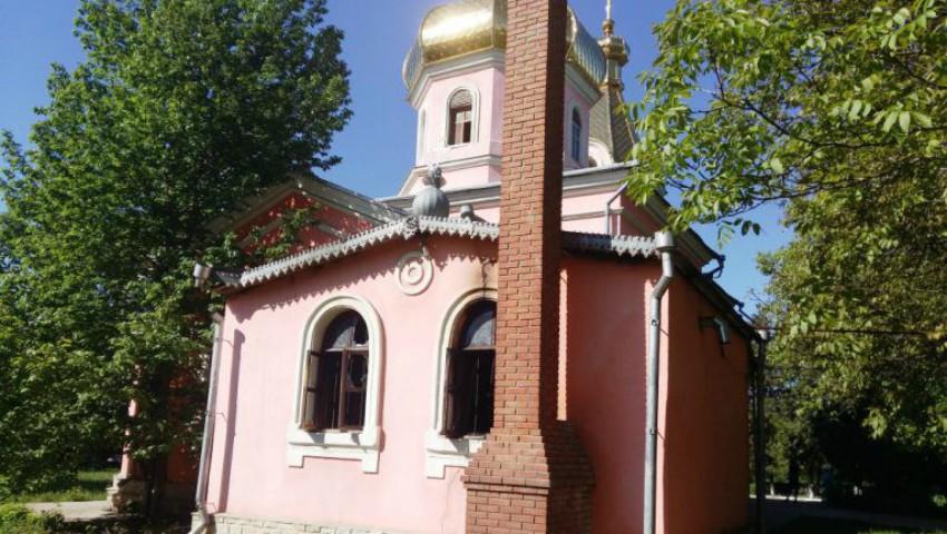 Foto: Biserica din satul Mitoc, raionul Orhei a fost cuprinsă de flăcări