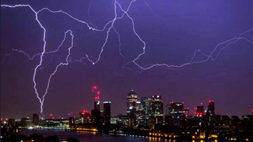 Foto: Marea Britanie a fost lovită de o furtună puternică! Cerul a fost brăzdat de  aproximativ 15.000 de fulgere