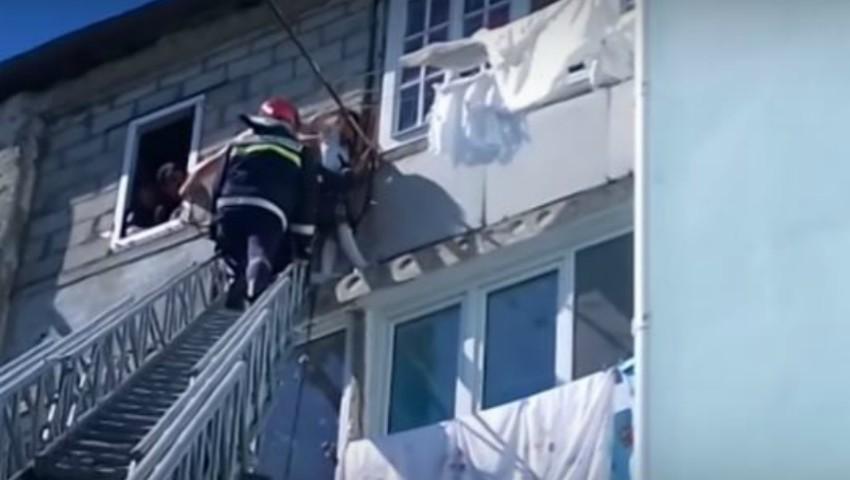 Foto: Video! O fetiță din Bălți care atârna la etajul cinci, a fost salvată în ultimul moment