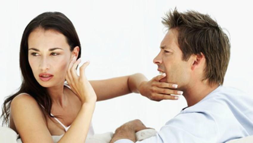 Foto: Cele mai frecvente greșeli pe care le fac partenerii într-un cuplu atunci când își cer scuze