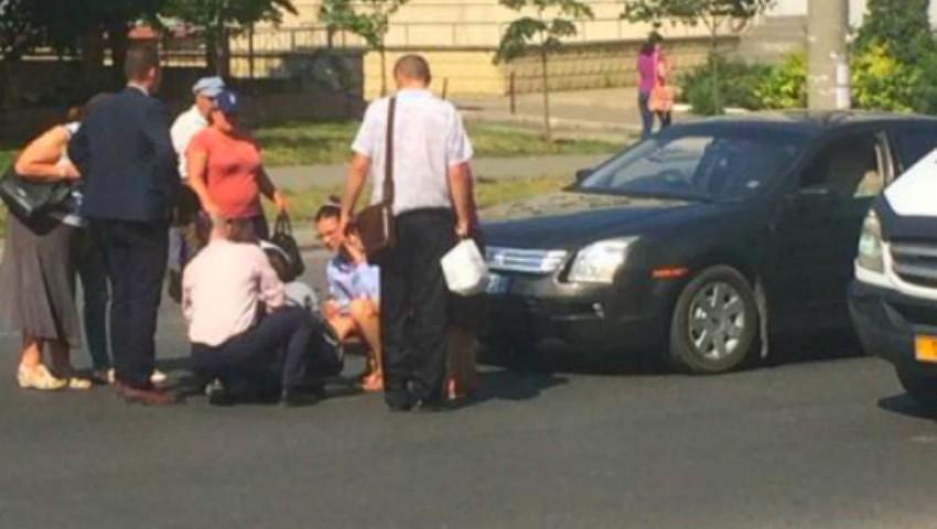 O femeie a fost lovită pe trecerea de pietoni