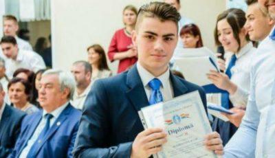 Un elev de la Liceul Academiei de Ştiinţe a fost premiat la Iași: tânărul a inventat o instalație care reduce consumul de apă al unei case