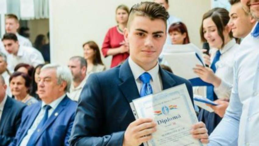Foto: Un elev de la Liceul Academiei de Ştiinţe a fost premiat la Iași: tânărul a inventat o instalație care reduce consumul de apă al unei case