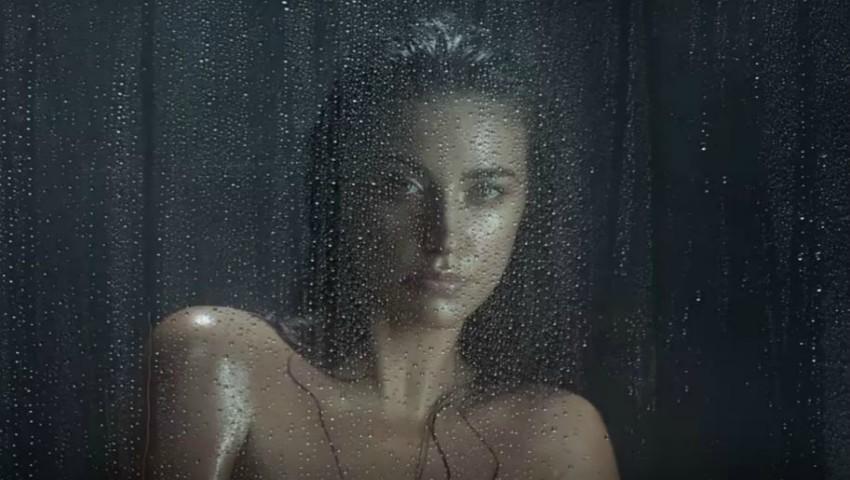 """Foto: Antonia a dat lovitura! Artista apare goală și udă în noul ei videoclip """"Hotel Lounge"""""""