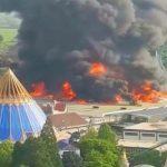 Foto: Incendiu de proporții în Germania. 25.000 de oameni au fost evacuați dintr-un imens parc de distracții