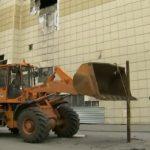 Foto: Centrul comercial din Kemerovo unde în luna martie au decedat zeci de copii și rudele acestora din cauza incendiului devastator, a început să fi demolat