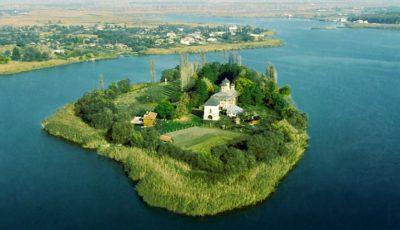 Mănăstirea Snagov din România-lăcașul de cult care adăpostește piatra de mormânt a domnitorului Vlad Țepeș