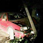 Foto: A băut și a nimerit cu mașina într-un pilon de electricitate! Vezi ce a urmat