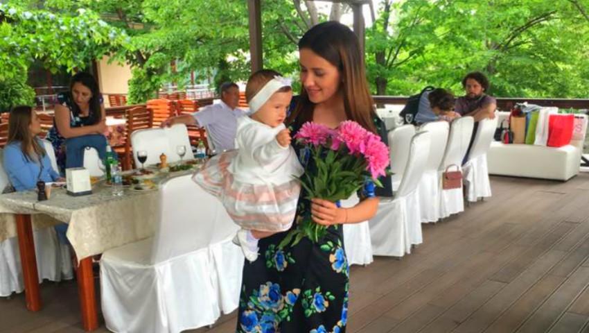 Foto: Elena Băncilă și-a creștinat fiica!